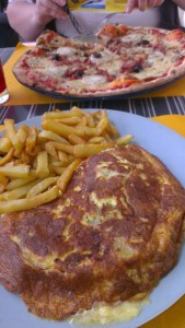 Omelette Paysanne and Pizza Chevre at Le Globe, Issoire